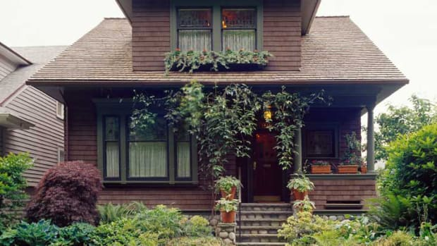 combination of late Victorian and Craftsman house styles