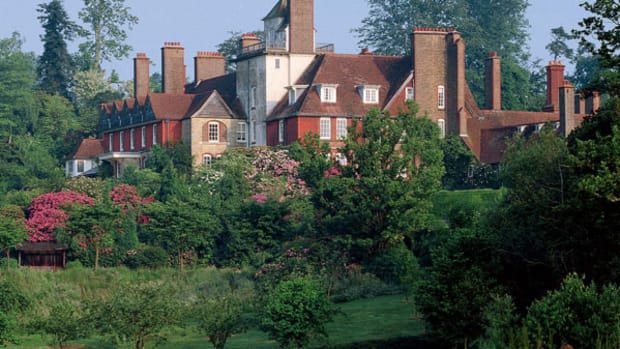 Philip Webb's interpretation of a vernacular farmhouse resulted in Standen, built 1892–94 in Sussex.
