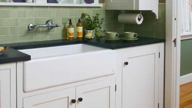 The big, apron-front sink is an attractive stand-in for old-fashioned enameled sinks. Photo by Jaimee Itagaki.