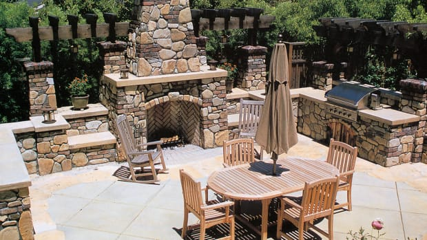 Arts & Crafts Outdoor kitchen