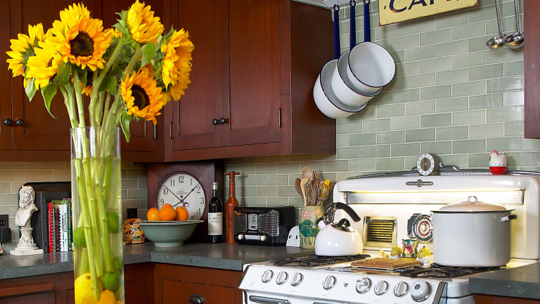 Kitchen Sinks, Countertops & Backsplashes: Go Trendy or Timeless?