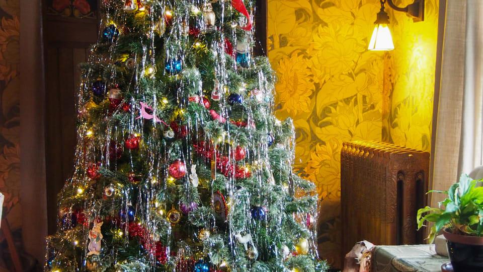 An Arts & Crafts Christmas