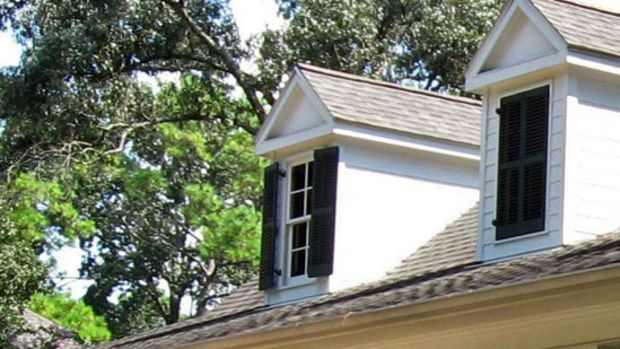 Shutters should be hung on the window in such a way that they can be closed; otherwise they look like decorative props.