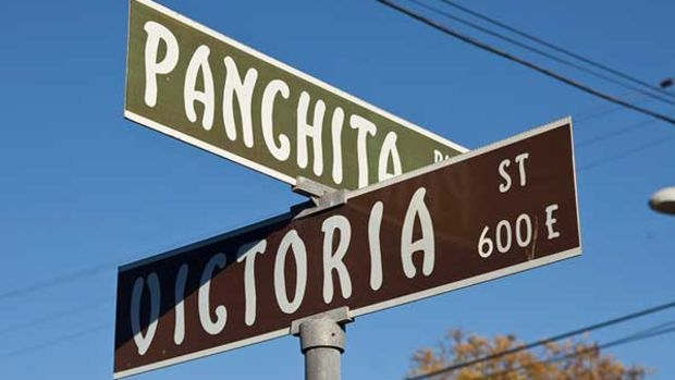 Asian-inflected Arts & Craft lettering on the city's street signs. Photo: William Wright