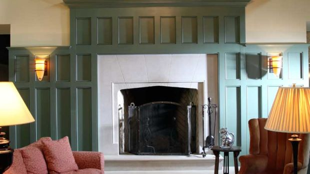 At one end of the beamed great room is a Tudor-style Rumford fireplace with a limestone hearth and surround. Photos by Franklin & Esther Schmidt.