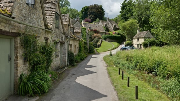 1 panor Bibury_Cottages_in_the_Cotswolds_-_June_2007