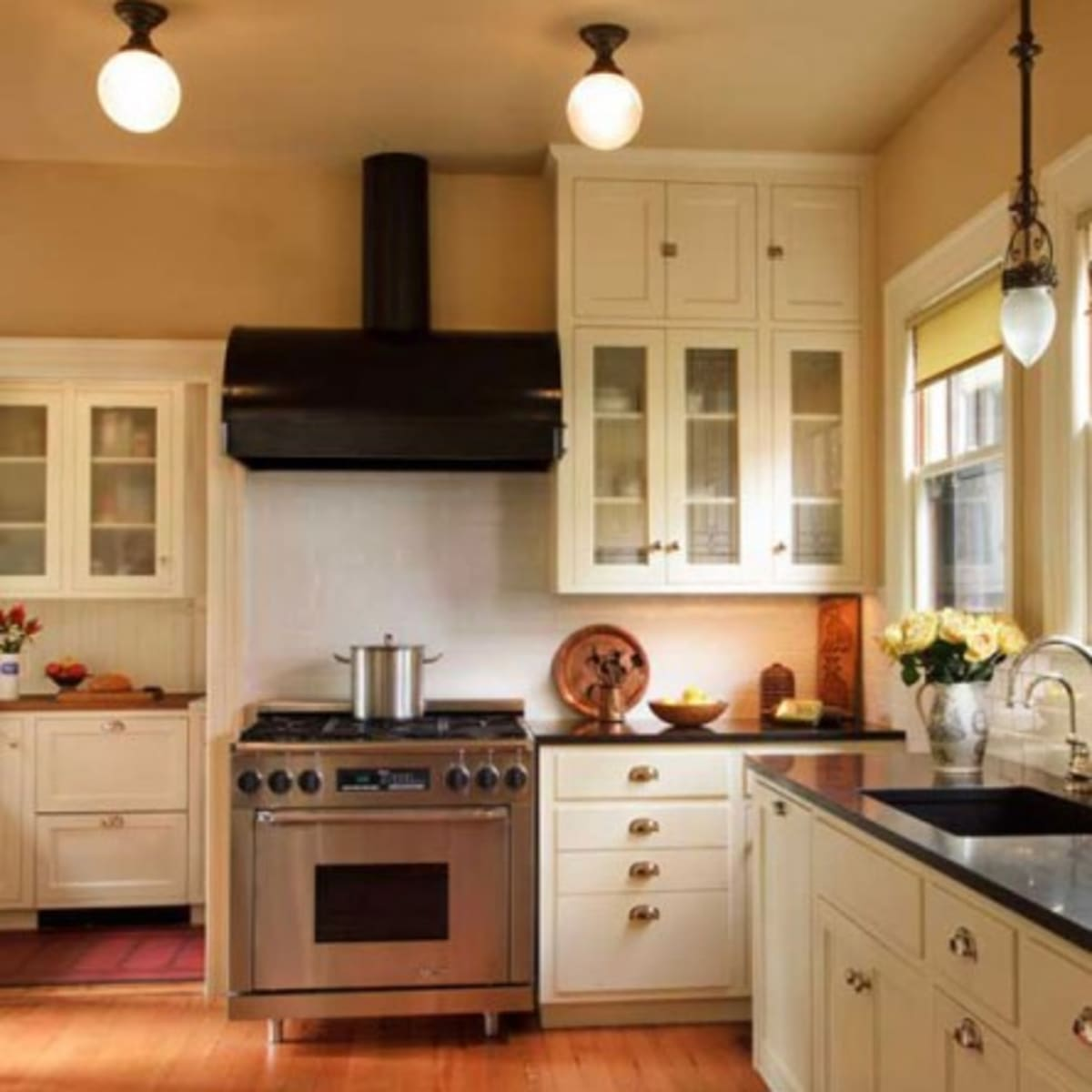 A Classic 1920s Kitchen Design For The Arts Crafts House Arts Crafts Homes Online