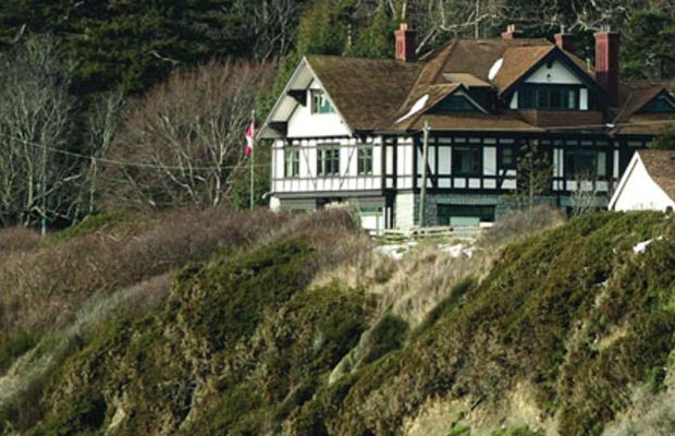 The 1912 Tudor Revival Dashwood Manor is a heritage bed-and-breakfast inn.