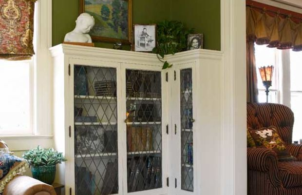 A serendipitous auction find, the corner bookcases with diamond-paned leaded glass fit the space almost perfectly on delivery!