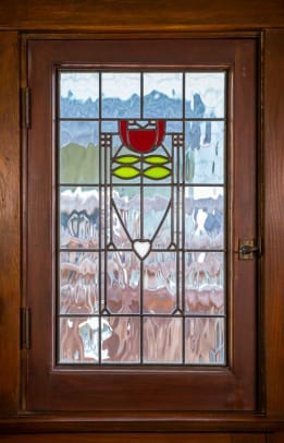 The new art glass features a Dard Hunter rose design.