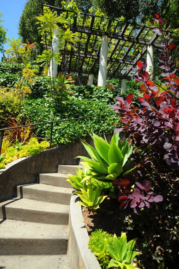 Garden on the Bay: Cascading Movement & Focal Points