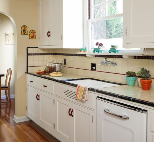 White Subway Tile With Accent Strip Kitchen Diy Projects