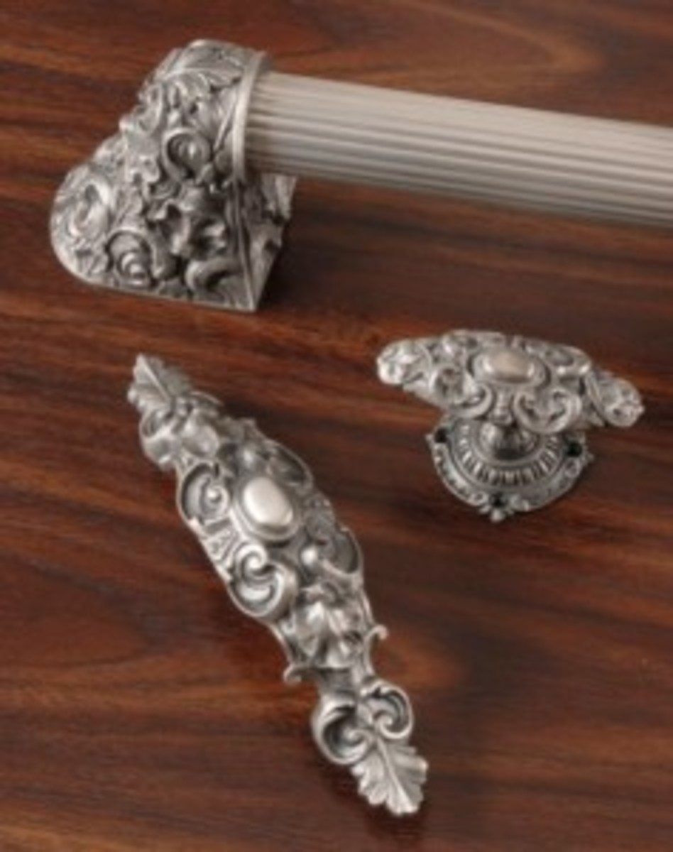 Acanthus Pull and Queensway Knob