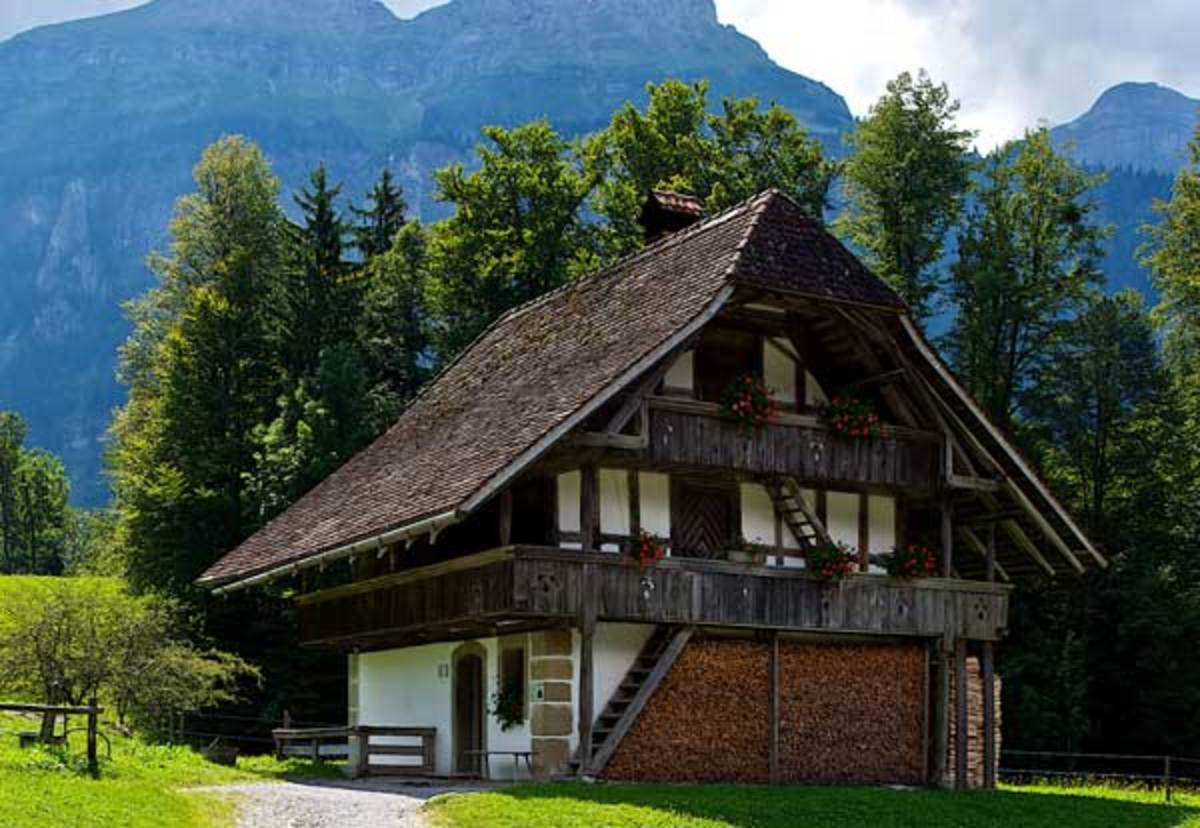 The swiss chalet arts crafts homes and the revival for Chalet homes