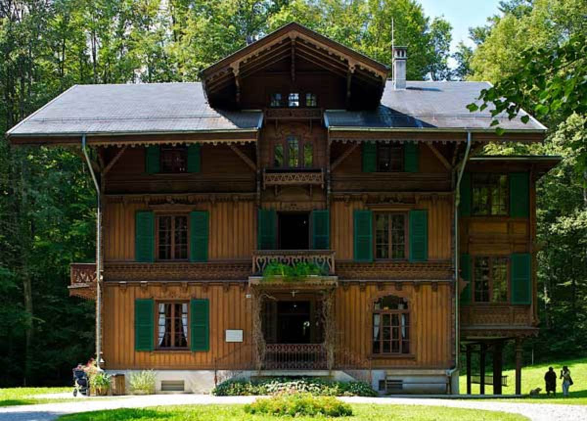 Built in 1872 for a well-to-do textile manufacturer, this finely appointed chalet is an example of the romanticized view of Swiss rural life. Photo: Swiss Open-Air Museum Ballenberg