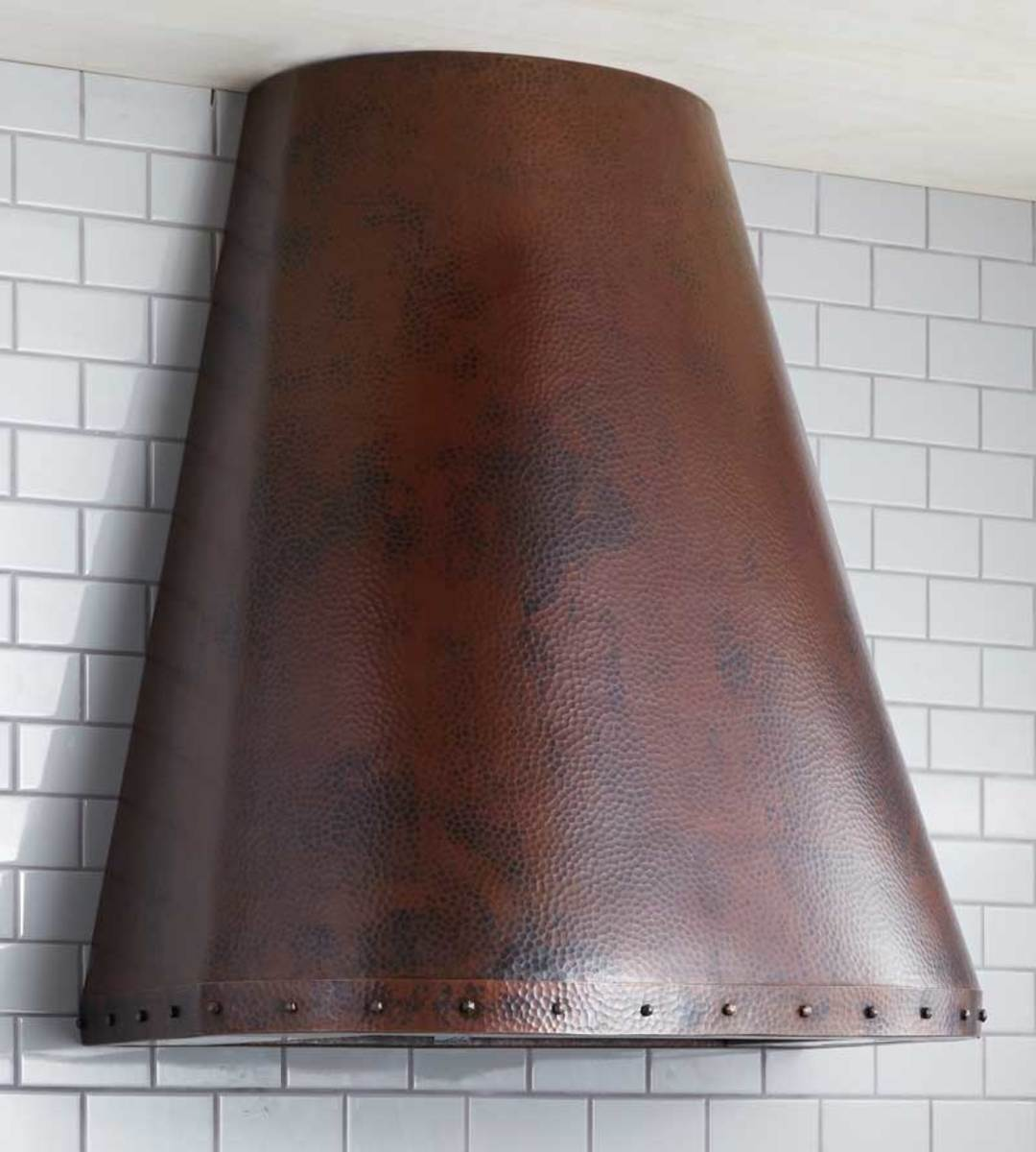 Trimmed with the hand-formed nails called clavos, the Coronado range hood is fitted with state-of-the-art ventilation.