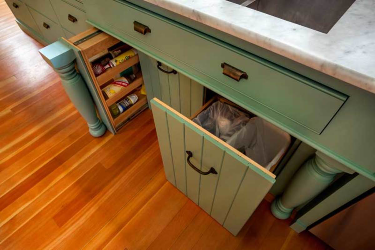 The kitchen sink cabinet pulls out (even the legs!) to reveal storage space and trash bins. The step-back design of the front eliminates the need for a modern kick space.