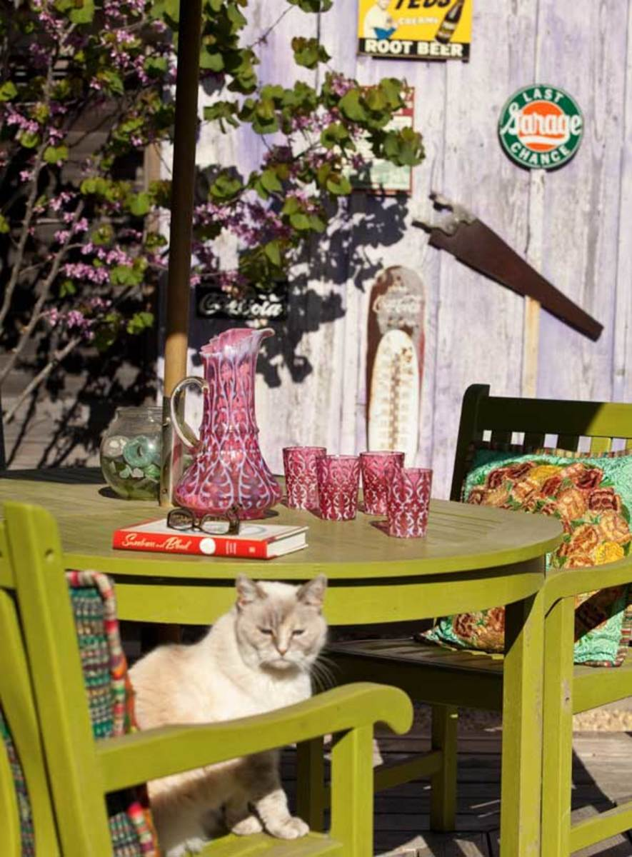 Asparagus-colored patio furniture