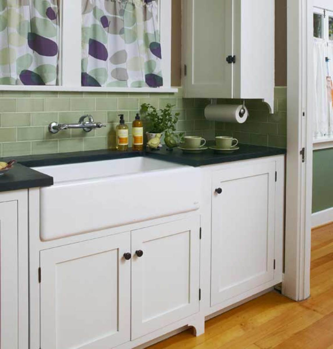 The big, apron-front sink is an attractive stand-in for old-fashioned ...