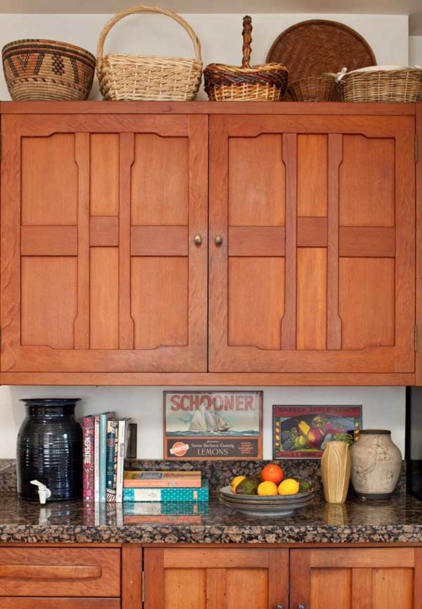 The owner built the Greene & Greene-inspired cabinets of Douglas fir.