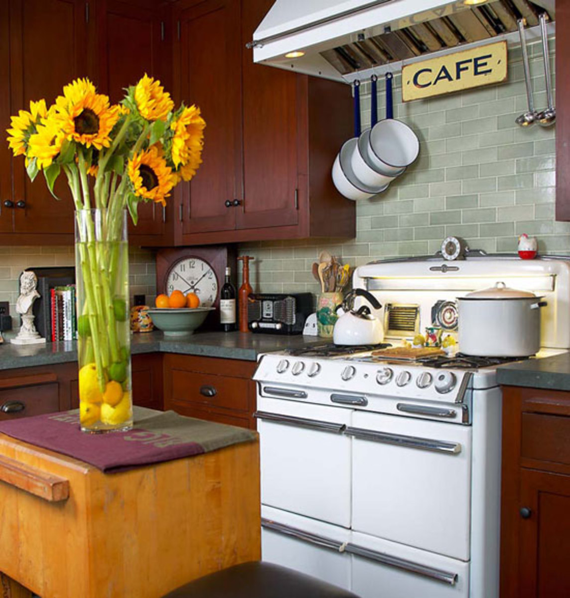 Kitchen Sinks & Countertops: Go Trendy Or Timeless?