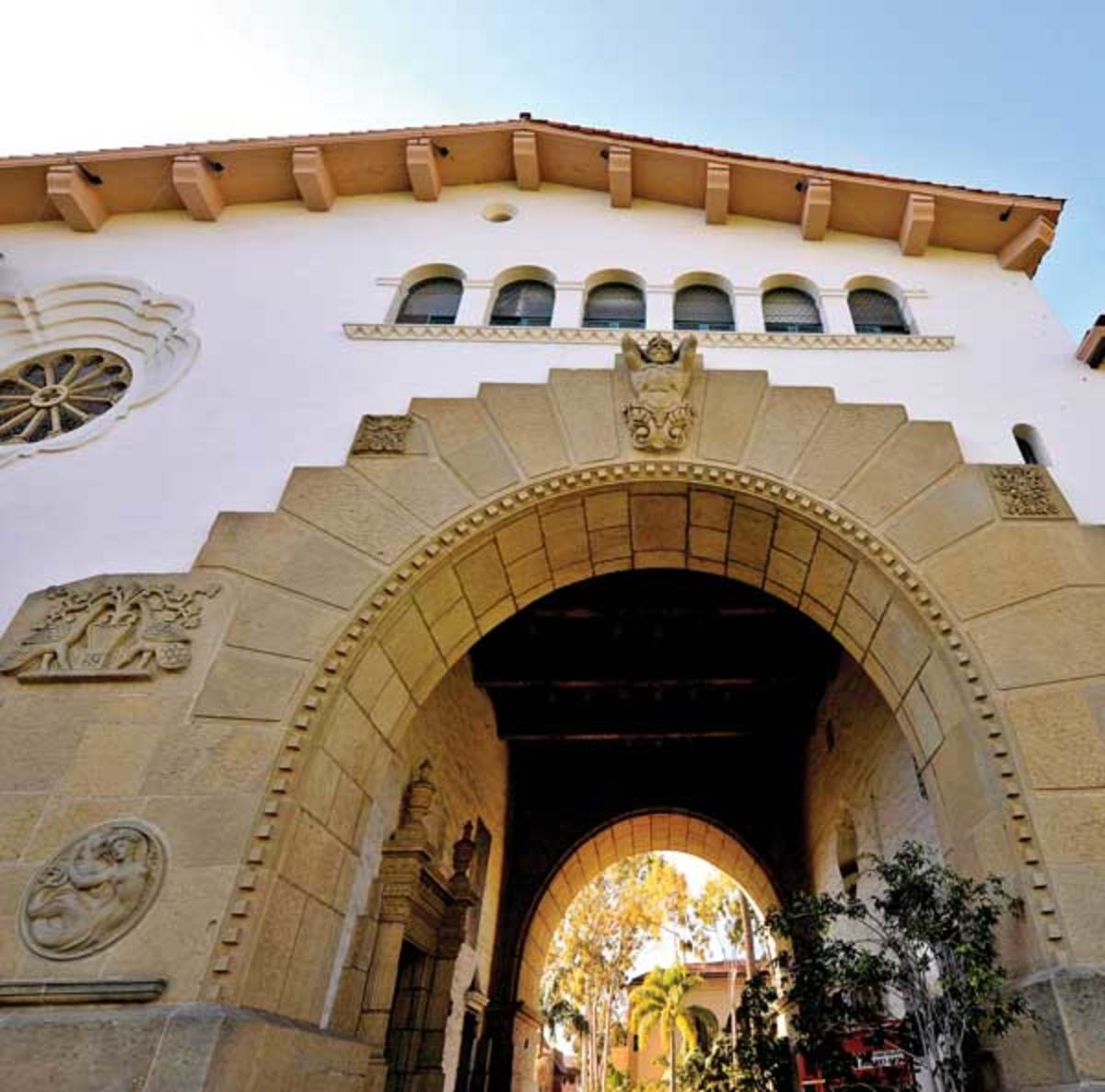 Santa Barbara Courthouse arch, Arts & Crafts movement in California