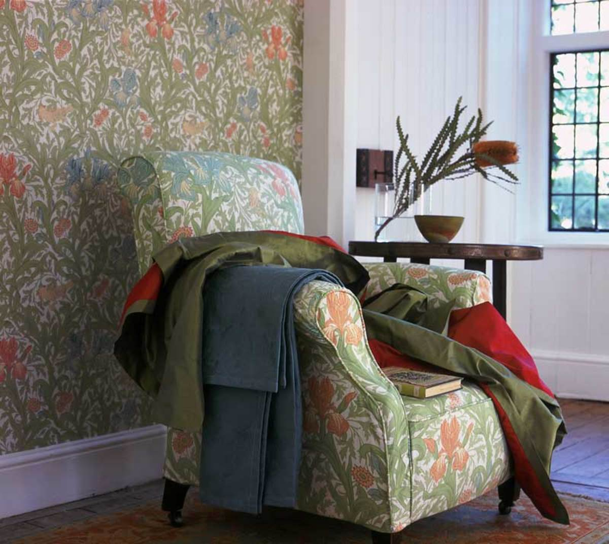 'Iris' fabric and wallpaper