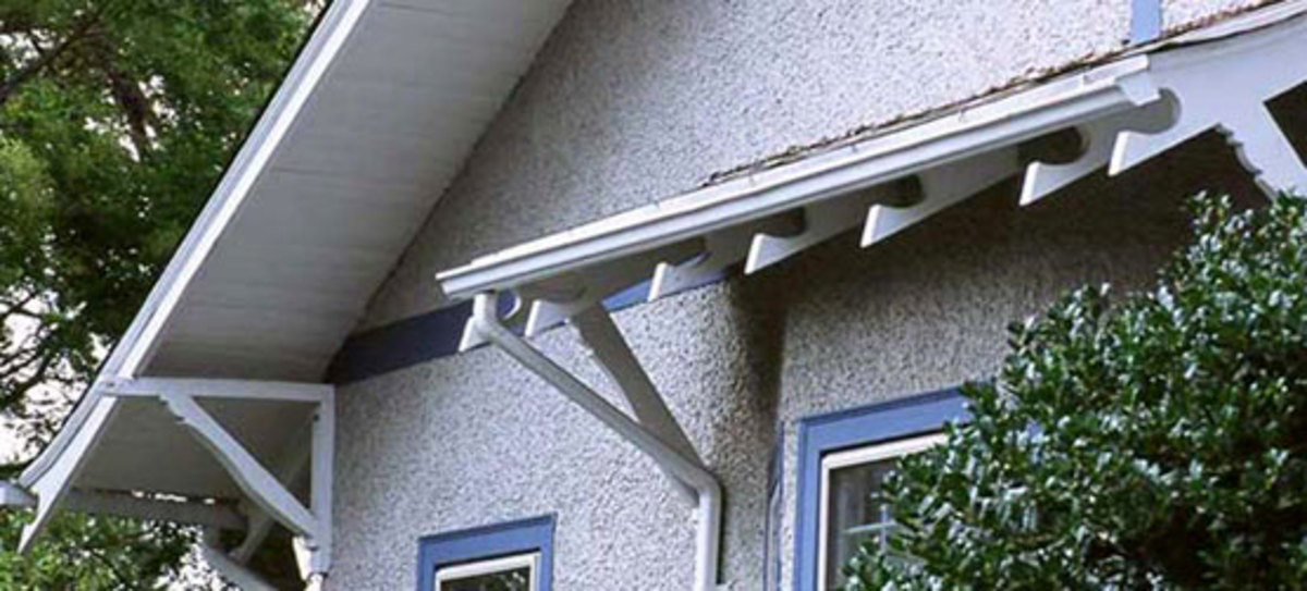 bungalow knee brackets, fancy-cut rafter ends, Arts & Crafts exterior millwork