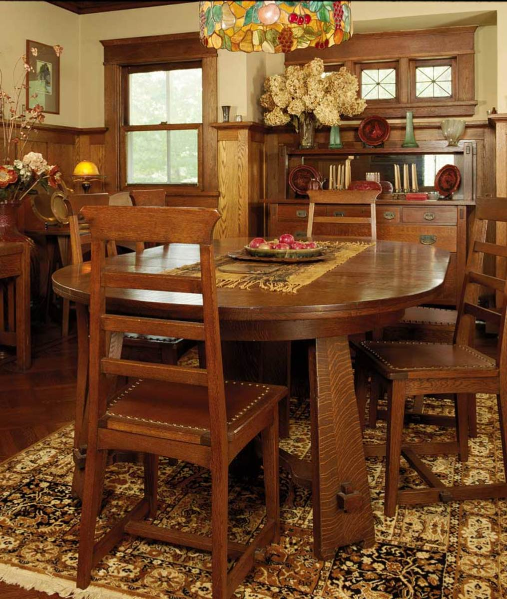 Oak furniture and a period palette make this 1915 dining room cozy. The table and chair are unsigned antiques; the antique sideboard is a Stickley Brothers piece. Photo: Dan Mayers