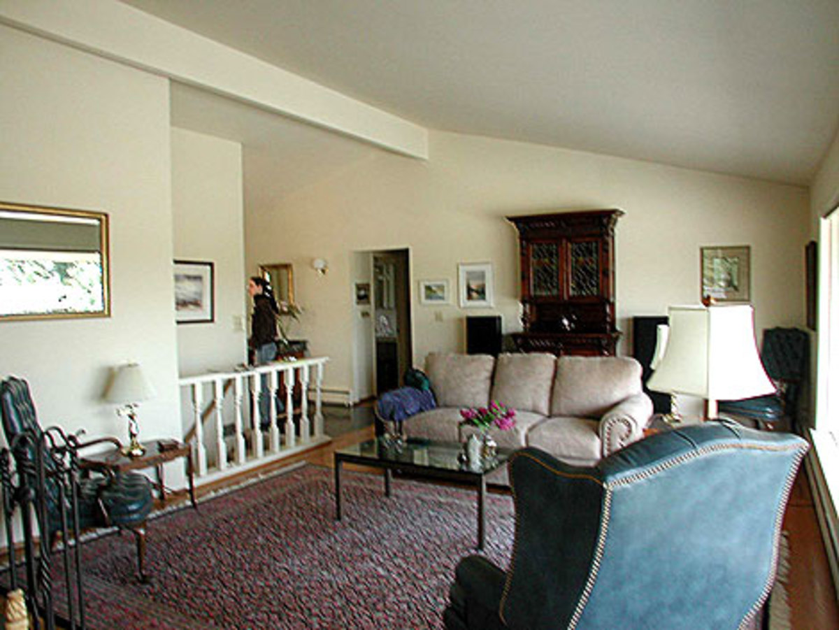 BEFORE: The same house had a sterile living room that bled into the entry. Photo by Richard McNamee.