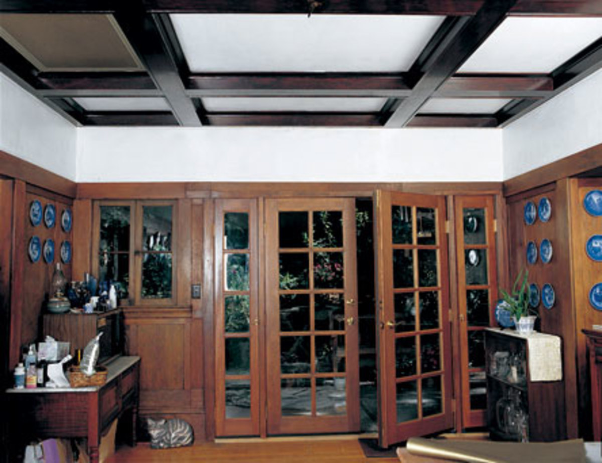 The white-painted frieze area and ceiling do nothing for this room except make the beams forebodingly dark.