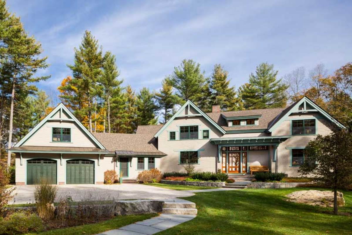 A neutral stain on the cedar shingles is augmented by a lively blue-green on the trim. Photos by Greg Premru