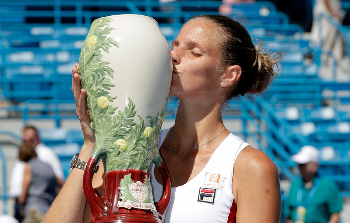 Western & Southern Open 2016 winner Karolina Pliskova plants a kiss on the Rookwood trophy.