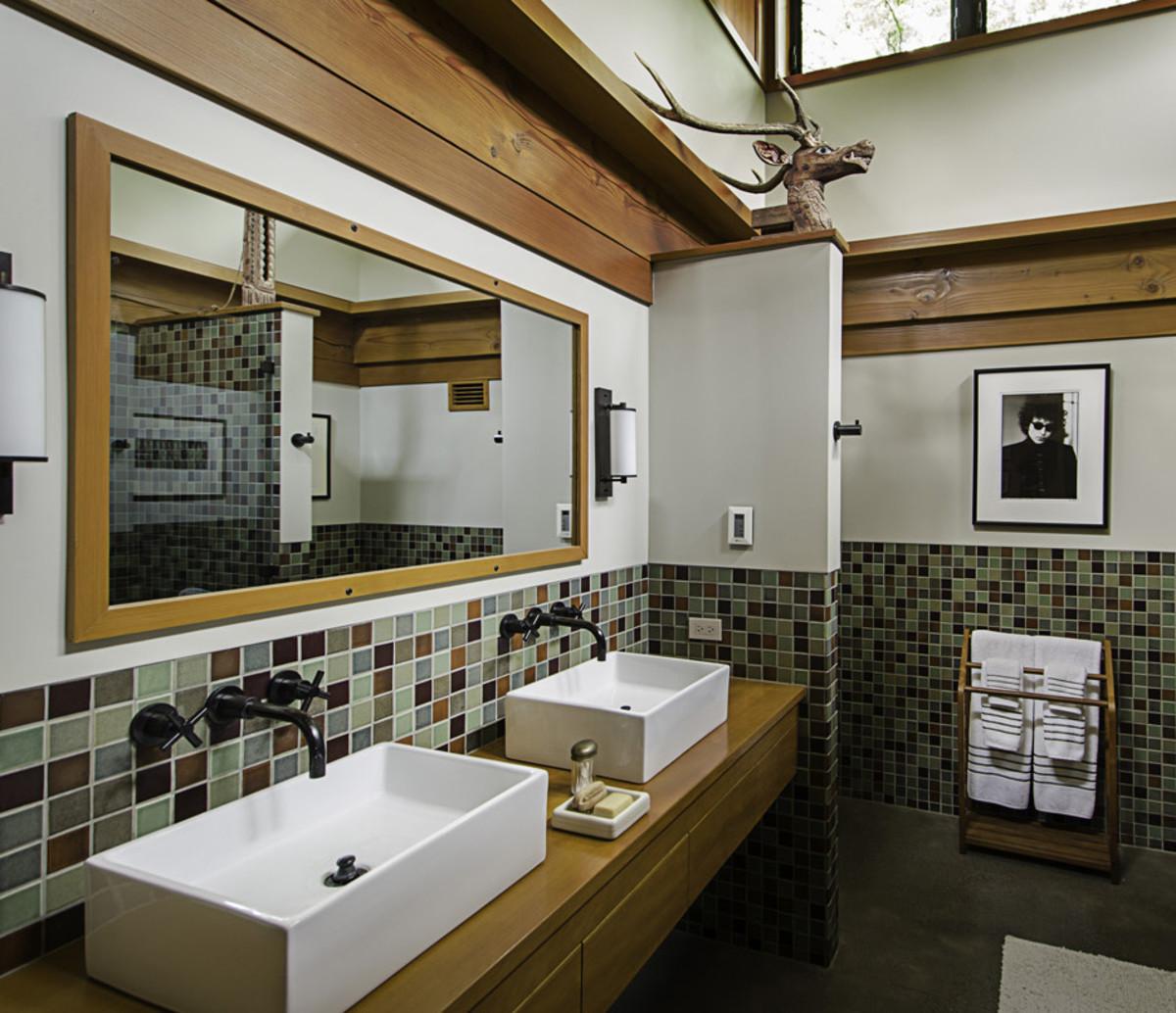 earth-tone bathroom