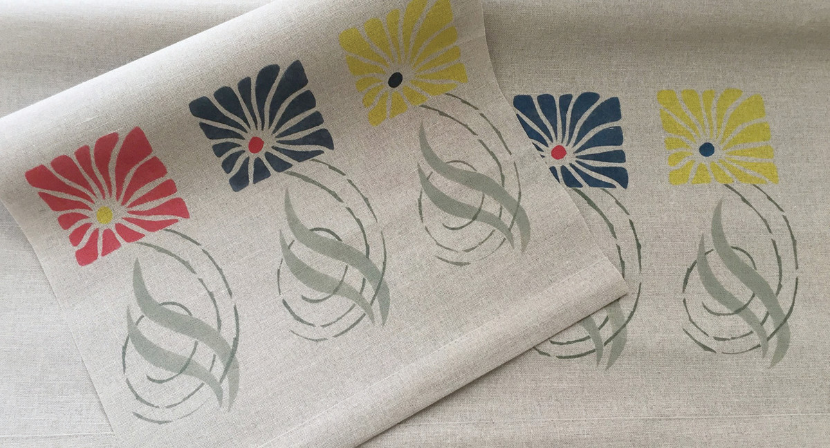 In a nod to Mackintosh flower designs, stylized asters in red, blue, and gold are stenciled on Irish-linen roller shades.