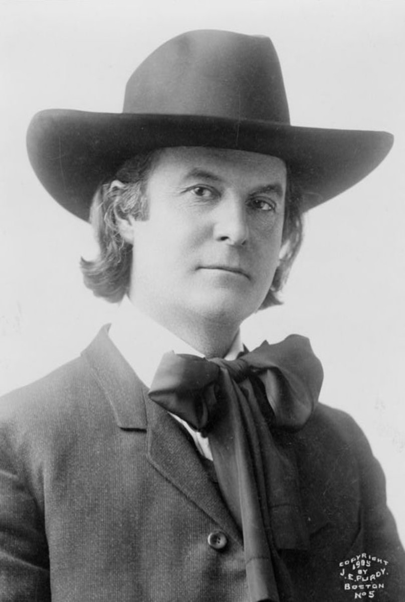 The Roycrofters founder and periodicals publisher Elbert Hubbard in 1905.
