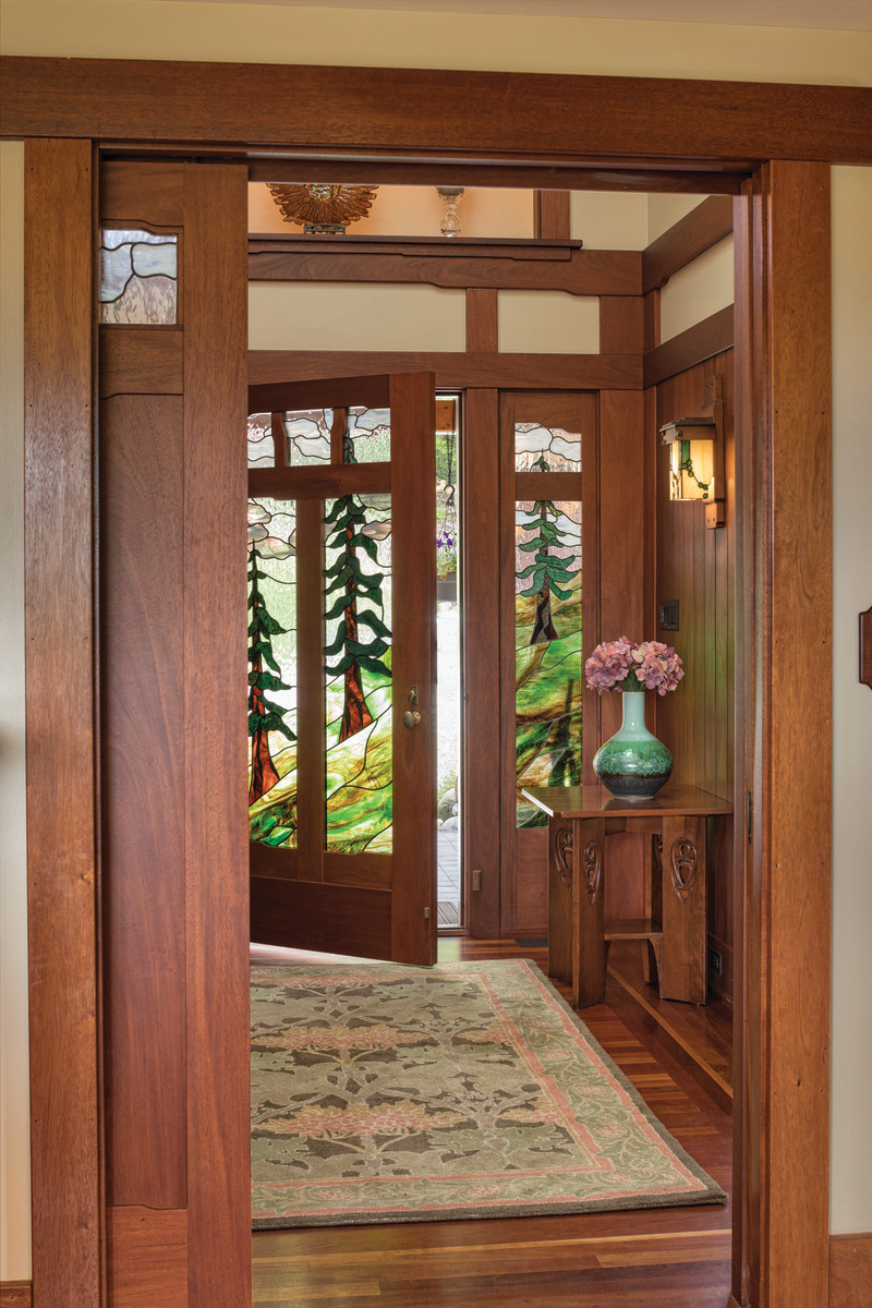 Lodie_stained glass doors
